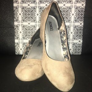 10 Taupe Wedges
